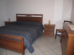 Azzurro - Familiare, composto di una camera matrimoniale ed una camera con tre letti singoli.